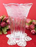 <英国ビンテージ>すりガラス細工のブドウの実♪立体的なガラス細工が美しい透明ガラスのフラワーベース