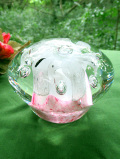 <英国ハンドメイド>素晴らしい気泡たち♪白いお花がきれいなずっしり重たいガラスの大きなペーパーウェイト