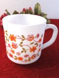<フランス製:arcopal>愛らしい野の花たち♪ぽったりとしたミルクガラスのマグカップ