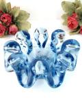 <英国ハンドメイド>とてもぶ厚い水色ガラス♪立体的なクリスタルガラス細工がきれいなアートフルなボウル