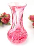 <英国ビンテージ>流れる雲のようなピンクガラスのフラワーベース