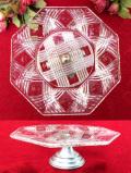 1930年代:アルミの台座が付いた英国アンティークガラスの八角形のケーキスタンド