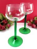 <英国ミッドセンチュリー>緑ガラスの優雅なステイ♪アートフルなワイングラス「2個セット」