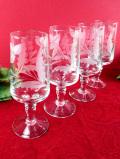 <英国ミッドセンチュリー>透明クリスタルガラスに輝くグラヴィール装飾が美しいリキュールグラス「4個セット」