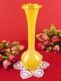1940年代:高さ20cm♪水仙のお花のよう♪あたたかな黄色ガラスが優しい一輪挿し