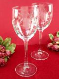 <英国ミッドセンチュリー>お花たちのグラヴィール装飾が優雅♪クリスタルガラスの大きなワイングラス「2個セット」