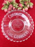 <英国コロネーション>直径26cmジョージ6世の戴冠式を記念したアンティークガラスの大きな飾り皿「スタンド付」