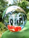 <英国ハンドメイド>花火のようなお花のような♪素晴らしい気泡たちの透明ガラスがきれいなペーパーウェイト