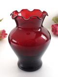 <英国ミッドセンチュリー>アートフルな赤ガラス♪優雅なフォルムのフラワーベース