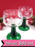 <英国ミッドセンチュリー>美しい緑ガラス♪グラヴィール装飾のブドウの絵柄がきれいなワイングラス「2個セット」