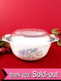 <廃盤レア♪ イギリス・オールドパイレックス>ロマンチックなお花たち♪ぽったりとぶ厚いミルクガラスのふた付キャセロール