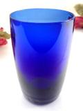 <英国ミッドセンチュリー>透明な青ガラスが美しい優雅なフラワーベース