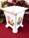 <英国ビンテージ>イングリッシュガーデンのお花たち♪たっぷりとした金彩も美しい鉢カバー