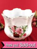 <英国ミッドセンチュリー>ロマンチックなバラのお花たち♪花びらのようなふちが愛らしい鉢カバー