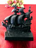 1940年代:黒い帆船♪ずっしりと重たいアイアン製の帆船のドアストッパー