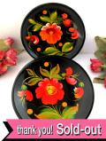 <英国ビンテージ>華やかなトールペイント♪とても珍しい木製の絵皿「2枚組」