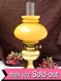 1910年代:エドワーディン時代♪マスタードカラーのミルクガラスがきれいな無垢の真鍮の大きなオイルランプ