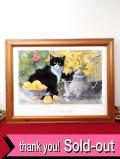 <英国ミッドセンチュリー>愛らしいハチワレ猫ちゃんとお花たち♪優しい水彩画の大きな額