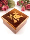 <イタリア製>象嵌細工のお花たち♪優雅な木製の宝石箱