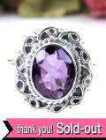 <英国スターリングシルバー>輝く大粒アメジストと銀細工が素晴らしいアートフルな指輪「13号」