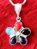 <英国スターリングシルバー>明るいお花♪幻想的な宝石たちが美しい英国のネックレス