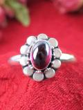 <英国スターリングシルバー>輝くガーネットのお花♪素晴らしい銀細工のアートフルなリング「12号」