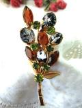 <英国コスチュームジュエリー>キラキラ輝くヨーロピアンガラス♪黒ガラスの中のシルバーがきれいな大きなお花のブローチ