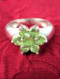 <英国スターリングシルバー>きれいなグリーンのペリドット♪銀細工もきれいな指輪「11号」