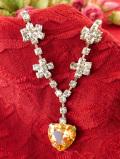 1960年代:クリスタルがキラキラと輝く優雅なハート形のネックレス
