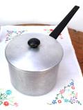 1940年代:レア♪英国アンティークの分厚いアルミ製の深さのある大きな片手鍋