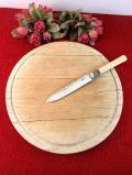 1920年代:無垢のオオカエデでつくられた英国アンティークの大きなブレッドボード 「シルバープレートのブレッドナイフ付」
