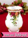 <ロイヤル・アルバート>オールドカントリーローズ♪22カラットゴールドと美しいバラの愛らしいフラワーベース