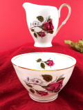 <ポーランド製>咲きかけの赤いバラ♪金彩も華やかで大きなミルクジャグ&シュガーボウル「2個セット」
