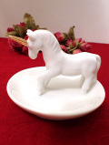 <英国ミッドセンチュリー>白いユニコーン♪ぽったりとした陶器の珍しいリングホルダー
