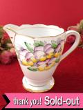 <英国ハンドペイント>紫と黄色のビオラ♪英国カントリーサイドに咲くお花たちのミルクジャグ