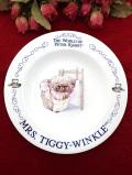 <ウェッジウッド>「THE WORLD OF PETER RABBIT」♪「MRS. TIGGY-WINKLE」洗濯物を干しているティギーおばさんの絵皿「スタンド付」
