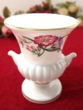 <ウェッジウッド:レア♪>愛らしいお花たちの伝統的なフォルムのスモールフラワーベース