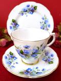 <Royal Grafton>1950年代:優雅な青い野の花たち♪たっぷりとした金彩も美しいお花たちのトリオ