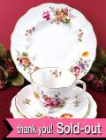 <Royal Crown Derby>バラのお花たちのブーケ♪金彩も輝く優雅なトリオ&ブレッドプレート「4点セット」