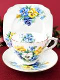 <英国ビンテージ>華やかなお花たち♪金彩も輝く優雅なトリオ「スタンド付」