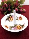 <英国ビンテージ>英国の優しいお花たち♪珍しい大きな陶器の大きめリングホルダー