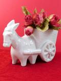<英国ビンテージ>珍しくて愛らしい陶器の白いロバ君と荷車のフラワーベース