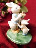 1940年代:可愛い森のうさぎさんの親子♪ぽったりとした陶器のフィギュアの置物