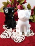 <デッドストック:未使用品>愛らしい黒猫ちゃんと白猫ちゃん♪とても珍しい陶器の調味料セット「2点組」