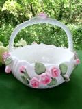 <英国ビンテージ>立体的な陶器細工のバラたち♪優しい持ち手の付いた陶器のバスケット
