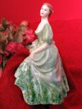 <COALPORT>「Jennifer」♪淡い緑色のドレスがエレガントなヴィクトリアンレディの優雅なフィギュア