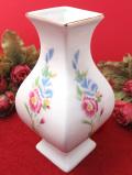<英国ビンテージ>優しいお花たち♪ぽったりと分厚い陶器のフラワーベース