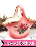 1950年代:華やかなバラのお花が咲いたカントリーな陶器細工アイアンストーンのフラワーバスケット