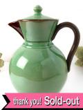 1930年代:素朴な味わいがカントリー♪淡い緑と茶色の英国ストーンウェアのコーヒーポット