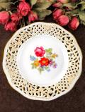 <ドイツ製:BAVARIA>1960年代:優雅なお花たちの透かし模様がきれいな金彩の飾り皿「スタンド付」
